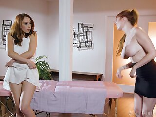 Lauren the MILF masseuse arranges a lesbian threesome within reach performance