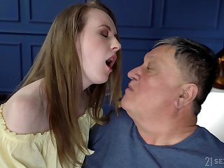 After she takes her clothes off Emma Fantasy gets her pussy destroyed