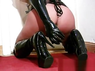 Nasty Lara - Nun Contribute