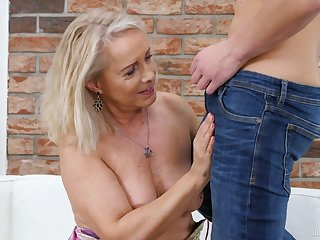Mature blonde bitch Koko spreads legs to get her shaved old cunt fucked