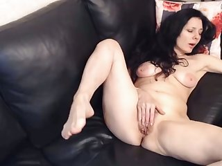 horny milf fingerfucking her hairy pussy surpassing webcam