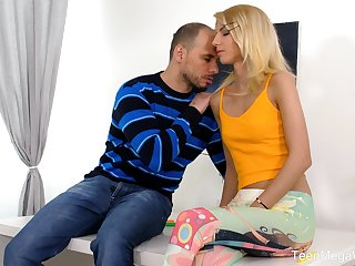 Passionate Hungarian peaches blowlerina Missy Luv works on boner cock