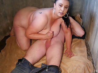 After dick weathering BBW brunette wants to reach orgasm not far from a clothes-horse