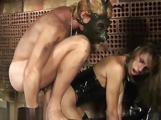 Blonde tranny in black leather corset gets her ass fucked