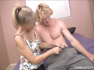 Blonde matured Jessica Sexxxton takes a big dick in the brush hands