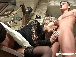 Grey haired mature wrinkled floozie gives her man a solid blowjob