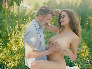 Beautiful redhead with glasses rides superannuated dick respecting the woods