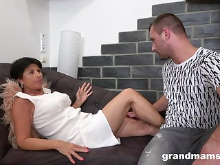 Mature amateur spreads her legs to be fucked by her younger lover