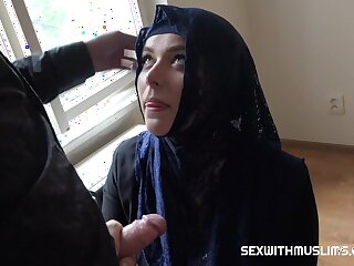 Beneficent muslim lady Nikky Dream wants to buy apartments in Prague