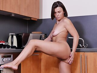 Sexy mature Jamie Ray drops her clothes in the kitchen to masturbate