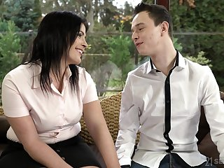 Dark haired mature whore Montse Swinger loves swallowing cum outdoors