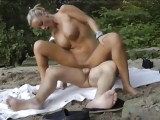 Bloke Fucks Prexy Wife At Beach And Cum Her Mouth