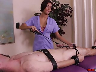 Face sitting brunette loves roughly get her pussy eaten during rub-down