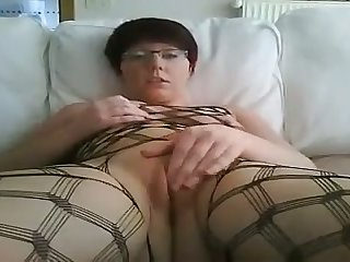 This whore never loses focus increased by she loves fingering in the flesh on camera